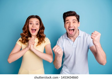 Photo of pair foxy curly lady brunet guy staring open mouth yell cheerleading wear casual t-shirts isolated blue background