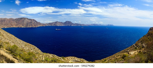 Photo panorama from the sea, mountains and beautiful views of the bay