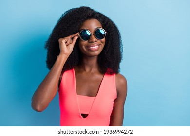 Photo portrait of pretty girl smiling cheerful wearing stylish outfit round sunglass isolated vibrant blue color background