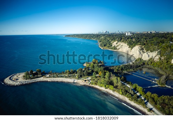 Photo of Scarborough Bluffs east of Toronto in the morning sunshine