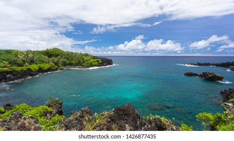 Photo of the sea and ocean from Waianapanapa State Park in Maui, Hawaii