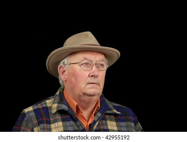 photo senior male portrait in glasses and hat