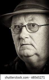 photo senior male retired wearing glasses and hat