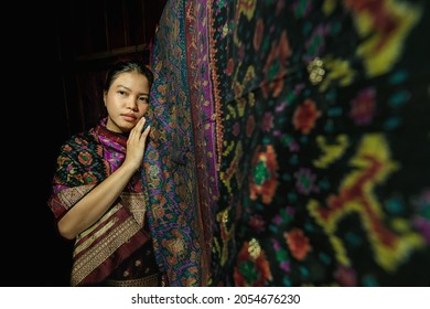 photo session during the corona pandemic for local handicraft products, namely: Cual cloth from Belitung island. The photo was taken indoors with a model of a girl named Michelle on April 3, 2021.