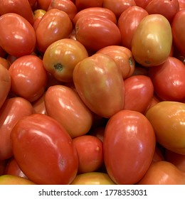 photo of a set of red tomatoes from botija para cosina on a wooden platform