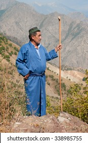 Photo of a shepherd on the slope of the Gissar mountains