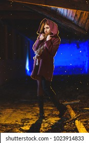 Photo shoot of a beautiful girl outside in the night while snowing