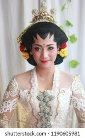photo shoot dress and make-up for traditional Javanese brides in Surabaya Indonesia on August 24 2018