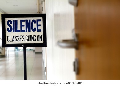 Photo of a Silence sign at a hallway