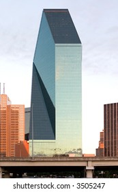 photo of a skyscraper in dallas downtown