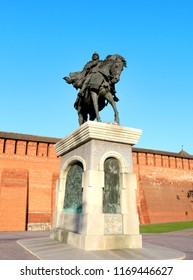 Photo of the statue of the Russian warrior and the Kremlin towers on a sunny afternoon in Kolomna