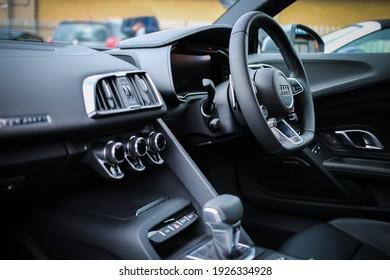 Photo of steering wheel of Audi car