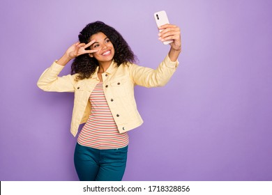 Photo of stylish trendy cheerful positive cute nice girl showing v-sign in striped t-shirt pants trousers smile toothy isolated pastel violet color background