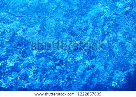 Photo super macro blue transparent sea water lit by the sun