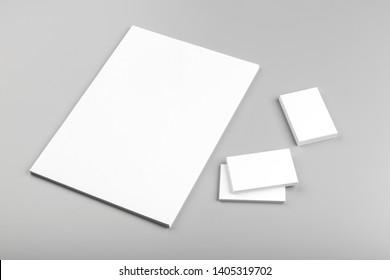 Foto. Vorlage für die Markenidentität. Für Grafikdesigner Präsentationen und Portfolios. Identity Mock up einzeln auf grauem und weißem Hintergrund. Identitätsbeschriftung. Foto-Muster.