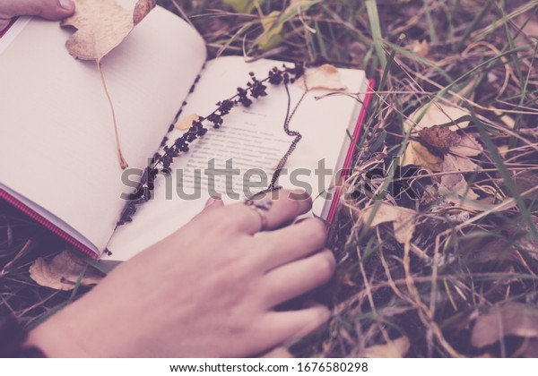 photo-uncovered-volume-poetry-autumn-600