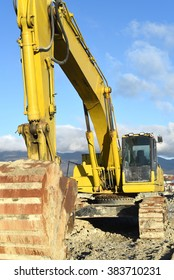A photo of the yellow excavator