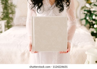 Photobook  in the hands of the bride