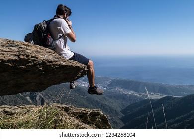 Photografer looking the horizon
