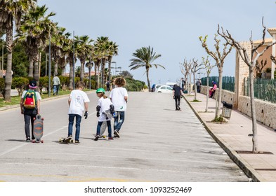 Photograph of the celebration of One Punta Prima Day on Punta Prima, Menorca, with some guys going down in skate and long board on a slope in April 2015.