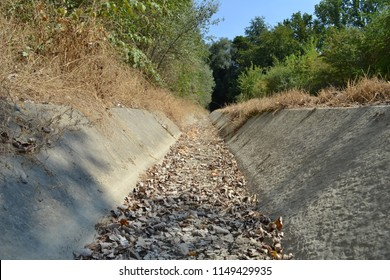 Photograph of a parched roadside ditch, taken in Leuven, Belgium, on august 3, 2018, in the middle of the European drought of summer 2018.