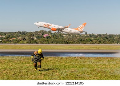 Brasília, a photograph taken on May 27, 2017 at the Brasilia International Airport. Aircraft from Gol Linhas Aereas taxiing next to the fire trucks