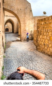Photographer taking picture of model in Mardin