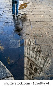 Photographing in the famous city like Florence seems to repeat shots you 've seen and then move to different points of view as the reflection of a puddle after rain