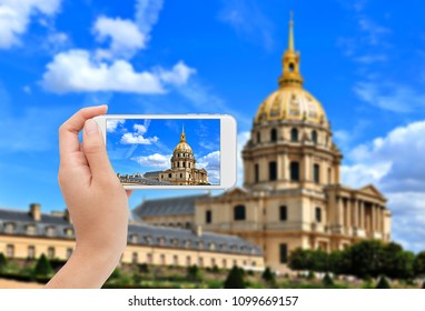 Photographing Les Invalides in Paris  on mobile phone.