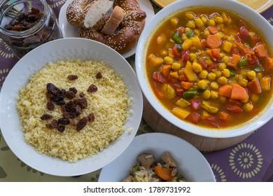 Fotografía con platos de cuscús con verduras y pollo