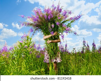Photography of a girl with a giant bouquet of flowers