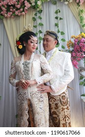photos of dresses and makeup for a pair of traditional Javanese brides in Surabaya Indonesia on August 24, 2018