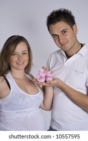 Photoshooting with pregnant mother