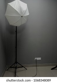 Photostock with an umbrella on a gray background with a note and a cord