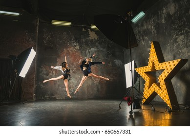Photostudio. Girls posing for a photographer
