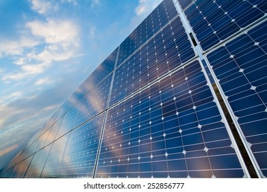 Photovoltaic modules with reflection of cloudy sky