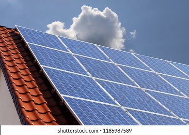 Photovoltaic: Roof with solar panels