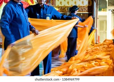 Phra Nakhon Si Ayutthaya. Thailand. 09/11/2018. Wat Phra Chao Phanan Choeng. Tissus Ceremony. Women folding the tissues for the ceremony