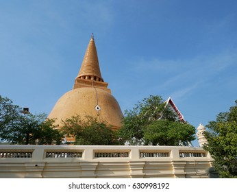 Phra Pathom Chedi is a traditional pagoda. First in thailand Located in Nakhon Pathom.