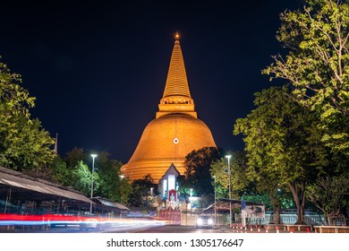 Phra Pathommachedi NakhonPathom, a sacred place in Buddhism that popular people pay homage to