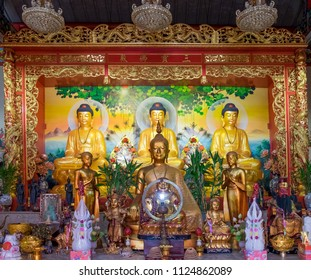 PHRA PRADAENG, SAMUT PRAKAN - March 25: HA NGI KHENG HUK TUENG Vegetarian Cafeteria on March 25,2018 in Samut Prakan, Thailand. Thai China Statue of Buddha believed to happy placed for people worship