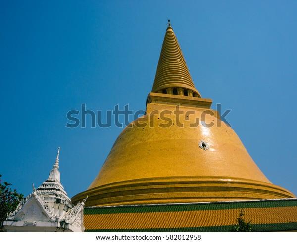 PHRA PRATHOM JEDI at twilight with people movement, The biggest Pagoda of Thailand