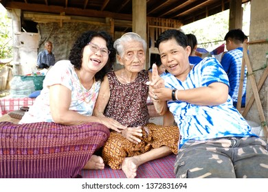 Phrae Province, Thailand April 15, 2019 Songkran Day In addition to people coming out to play splashing water It is also the day when the family will gather. Blessing from the elderly Which is a tradi