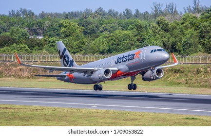 Phuket Thailand /  17 APR 2017 / JETSTAR AIRWAYS 9V-JSU A320-200  TAKE OFF AT PHUKET INTERNATIONAL AIRPORT