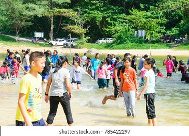 Phuket: Thailand December 24: 2017 Unidentified Many children are happy with the sea. Phuket: Thailand
