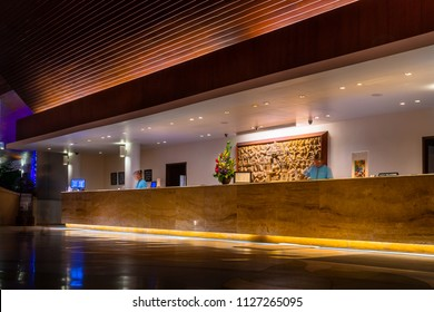 Hotel+lobby+front+desk Images, Stock Photos & Vectors ...