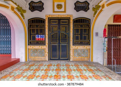 PHUKET, THAILAND - SEPTEMBER 28 : Old building Sino Portuguese style in Phuket on September 18, 2014 in Phuket, Thailand. Old building is a very famous tourist destination of Phuket.