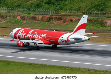 Phuket-Thailand, 20 OCT 11: A braking action image of Airbus A320-200 of Thai AirAsia as seen on the runway with thrust reverser and ground spoiler activated. Aircraft registration, HS-ABR.