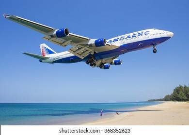 Phuket/Thailand Februar 9, 2017: Boeing 747 from Transaero Airways landing at Phuket Airport.