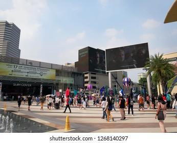 Phyathai,Bangkok / Thailand - December 22, 2018: Groups of People Walking at Outdoor Park of Siam Paragon